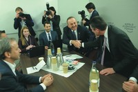 تشاوش أوغلو يجري لقاءات اقتصادية في دافوس