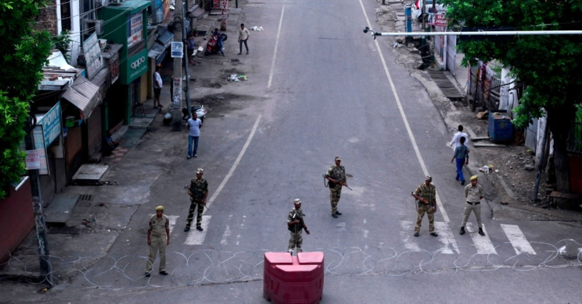 Security personnel stand guard on a deserted street in Jammu on Aug. 6, 2019. (AFP Photo)