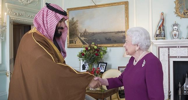 ولي العهد السعودي يلتقي ملكة بريطانيا