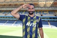 صورة بروفايل لاعب فناربهتشه، الفرنسي عادل رامي، على إنستغرام تأييداً للمنتخب التركي لكرة القدم.