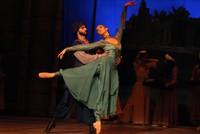 آنا راقصة الباليه الجورجية تبهر الأتراك في عروضها بصامسون