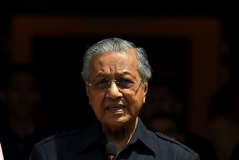 Newly-elected Malaysian Prime Minister Mahathir Mohamad  addresses the media in Kuala Lumpur on May 11, 2018. (AFP Photo)
