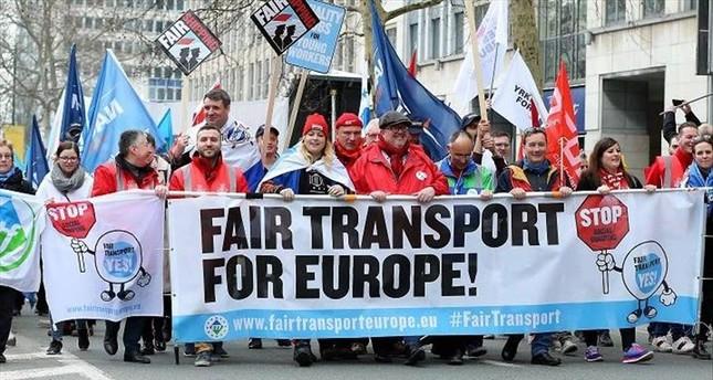 موظفو النقل البري يتظاهرون بسبب تدني أجورهم في بروكسل