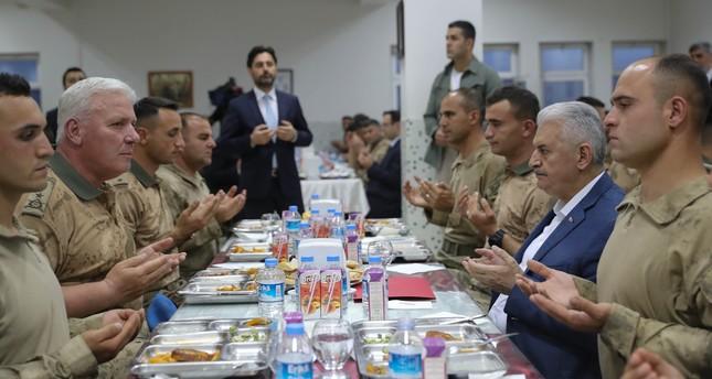 أردوغان هاتف قادة الجيش في شرناق خلال زيارة يلدريم للمنطقة