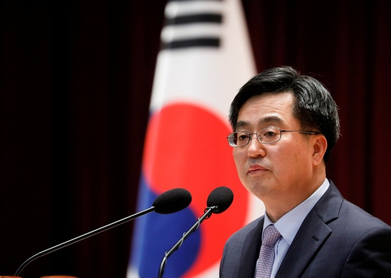 South Korean Finance Minister Kim Dong-yeon speaks during his inaugural ceremony in Sejong government complex in Sejong, South Korea, June 15, 2017. (Reuters Photo)