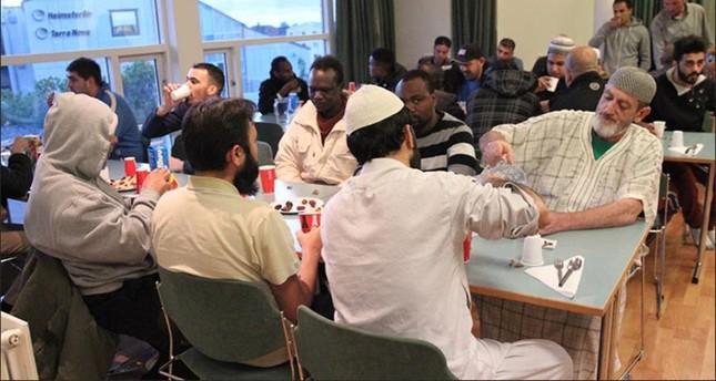 المسلمون في أستراليا يتناولون أول إفطار في رمضان