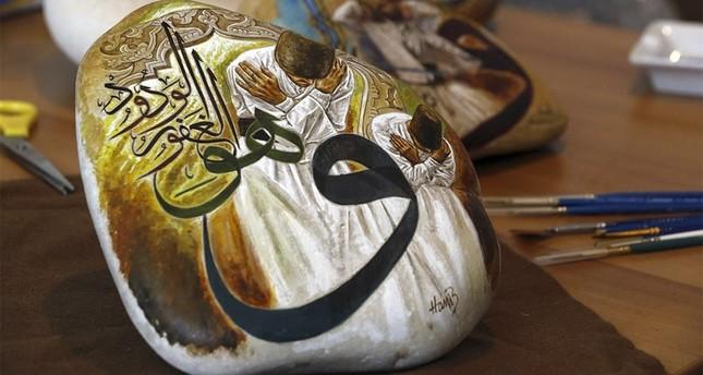 فنان لبناني يخلّد الحضارة العثمانية والدراويش على الأحجار