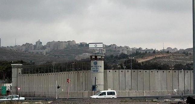 عشية يوم المرأة العالمي.. 63 فلسطينية معتقلات بالسجون الإسرائيلية بينهن 6 قاصرات