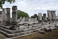 اكتشاف أعمدة أثرية في موغلا التركية تعود إلى ألفي عام