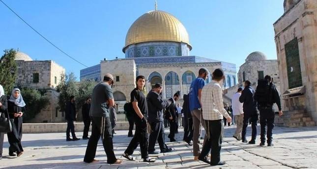 عشرات المتطرفين الإسرائيليين يقتحمون باحات المسجد الأقصى في القدس