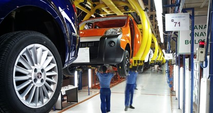 pTurkey's automotive sector, considered to be the country's economic locomotive, paid up more than TL 59 billion ($16.60 billion) in taxes last year./p  pFinance Minister Naci Ağbal pointed out...