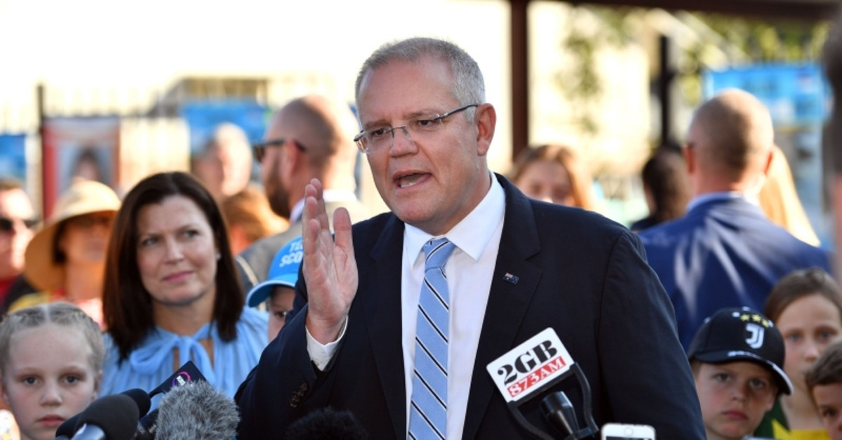Australia's Prime Minister Scott Morrison talks to the media outside a polling booth during Australia's general election in Sydney on May 18, 2019. (AFP Photo)