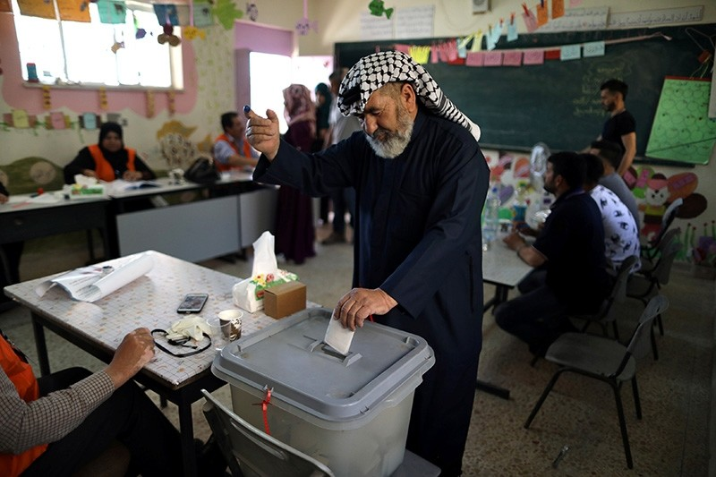 A Palestinian man casts his ballot at a polling station during municipal elections in the West Bank village of Yatta, near Hebron May 13, 2017. (Reuters Photo)