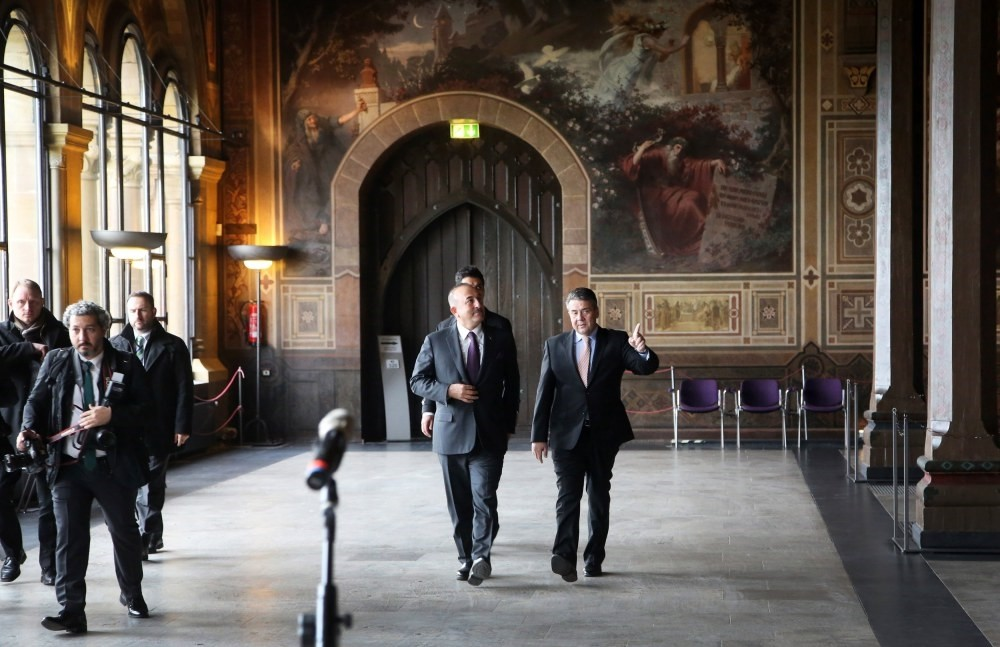 Foreign Minister Mevlu00fct u00c7avuu015fou011flu (L) and German Foreign Minister Sigmar Gabriel (R) gesture during a media briefing in Goslar, Germany, Jan. 6.