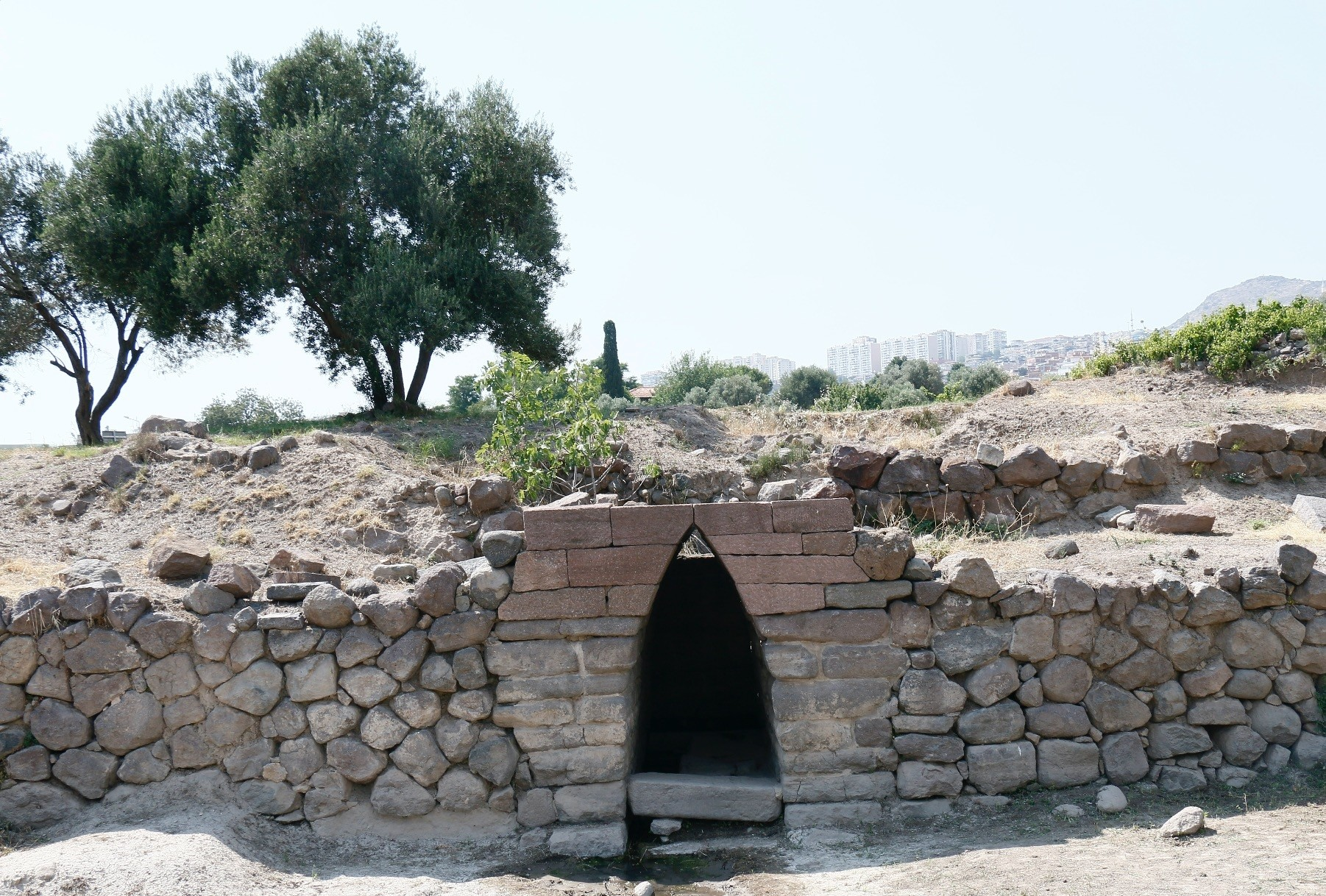 2,700 year-old ancient fountain in the Old u0130zmir