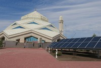 مدينة أستانة تفتتح أول مسجد يعمل بالطاقة الشمسية
