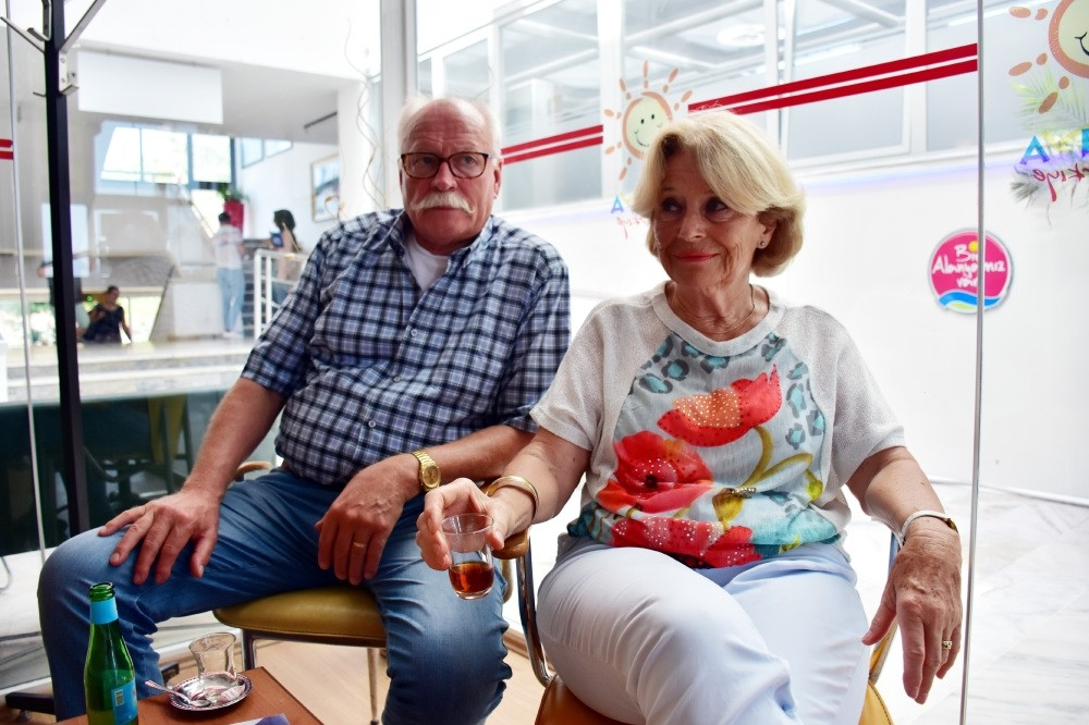 Ursula Greune and Armin Kuschmann (above), Germans who live in Alanya, evaluated the Turkish-German relationship, saying that they believe the problems between the two countries will be solve in a short time.