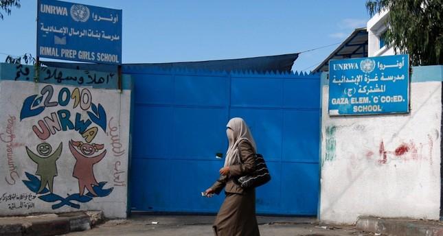 إحدى المدارس التابعة للأونروا في غزة (AP)