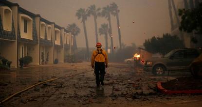 Пожар в Калифорнии подступил к домам Ким Кардашьян, Леди Гаги и других знаменитостей