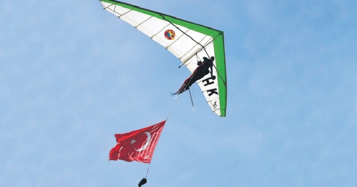 Motorized hang gliding shows will impress the festivalu2019s participants.