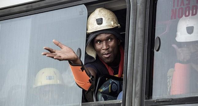 العمال أثناء نقلهم إلى المدينة (الفرنسية)