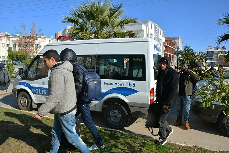 Illegal migrants held by Turkish police in Didim, Aydu0131n province, Turkey, Dec. 31, 2017. (AA Photo)