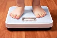 أفادت دراسة أمريكية حديثة أن النوم المتقطع للأطفال يؤثر على عادات الأكل والوزن لديهم، ويضاعف خطر إصابتهم بالسمنة المفرطة في مرحلة الطفولة التي تقود إلى الإصابة بالسرطان عند الكبر.  وفي الدراسة...