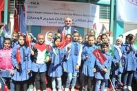 وزير الثقافة والسياحة التركي محمد نوري أرصوي خلال مشاركته في افتتاح ثانوية للبنات، في مخيم وحدة فلسطين بالعاصمة الأردنية عمّان  (الأناضول)