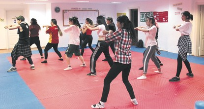 Korean pop songs teach Ankara residents to dance