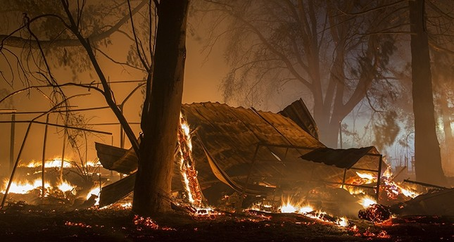 A structure burns in the early morning hours on October 14, 2017 in Sonoma, California. (AFP Photo)