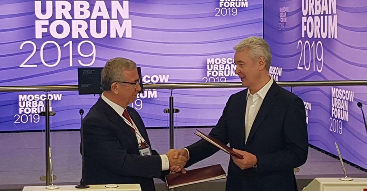 Ankara Mayor Mansur Yavau015f (L) and Moscow Sergey Semyonovich Sobyanin shake hands at the 2019 Moscow Urban Forum. (AA Photo)