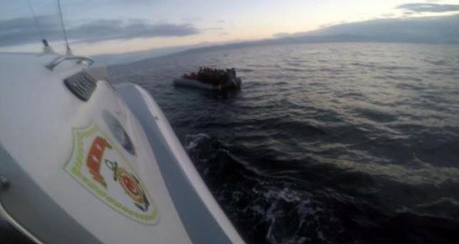خفر السواحل التركي يوقف قارب مهاجرين غير قانونيين