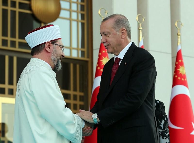 Ali Erbaş, head of Turkish Presidency of Religious Affairs (Diyanet) congratulates Erdoğan.