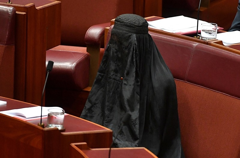 Australian One Nation party leader, Senator Pauline Hanson wears a burqa in the Senate chamber at Parliament House, a ,stunt, which drew criticism for being ,offensive,, in Canberra, Australia, August 17, 2017. (Reuters Photo)