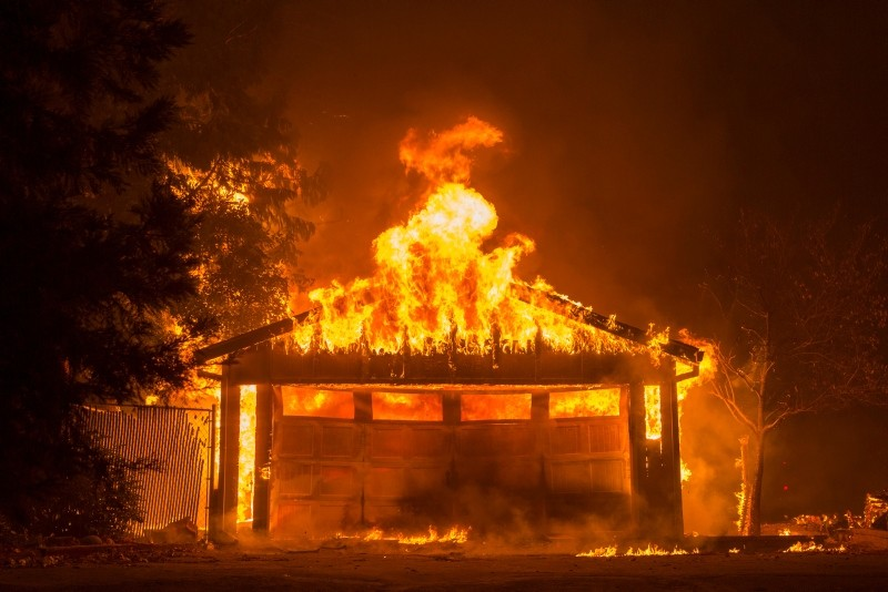 Flames continues to burn through the Paradise Pines neighborhood of Magalia as the Camp Fire burns out of control through the region, fueled by high winds in Butte County, California, USA, 09 November 2018. (EPA Photo)