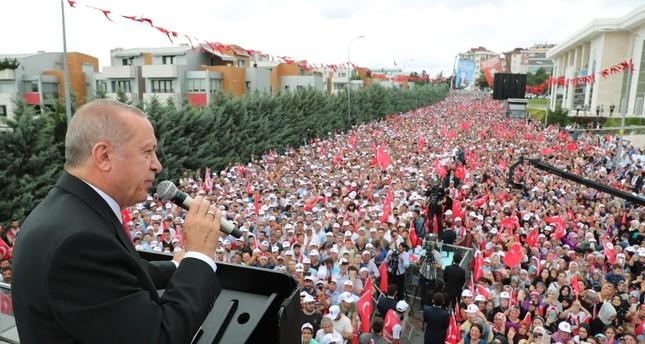 أردوغان يلقي خطابه في بلدية سنجق تبه إسطنبول (الأناضول)