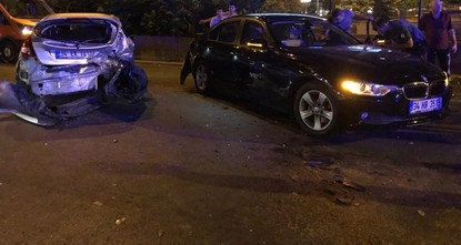 7 injured as racing couple causes pileup in Istanbul