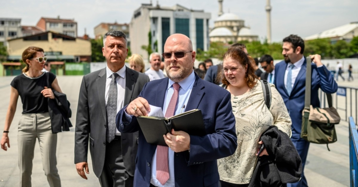 US charge d'affaires Jeffrey Hovenier (L) leaves the u00c7au011flayan Courthouse on May 15, 2019, in Istanbul, after US consular staffer Metin Topuz was ordered to remain in custody after the latest hearing in his trial on espionage charges. (AFP Photo)