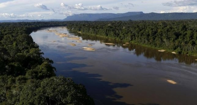 Uraricoera River is seen during Brazil's environmental agency operation against illegal gold mining on indigenous land, in the heart of the Amazon rainforest, in Roraima state, Brazil April 15, 2016. (Reuters Photo)