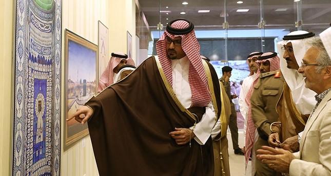 Exhibition's organizer Ömer Faruk Aksoy informs Emir Suud bin Khalid al-Faisal (L), deputy emir of Medina, regarding the pieces displayed in the event near the Masjid al-Nabawi in Medina, Saudi Arabia, August 3, 2017. (AA Photo)