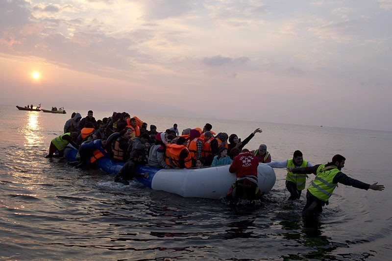 Migrants crossing from Turkey to Greece (AP Photo)