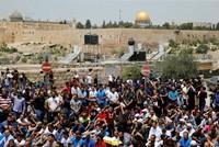 Nach dem tödlichen Angriff auf zwei Polizisten in der Jerusalemer Altstadt hat Israel Männern unter 50 Jahren den Zugang für die Freitagsgebete untersagt. Der Zugang zur Altstadt und zum Tempelberg...