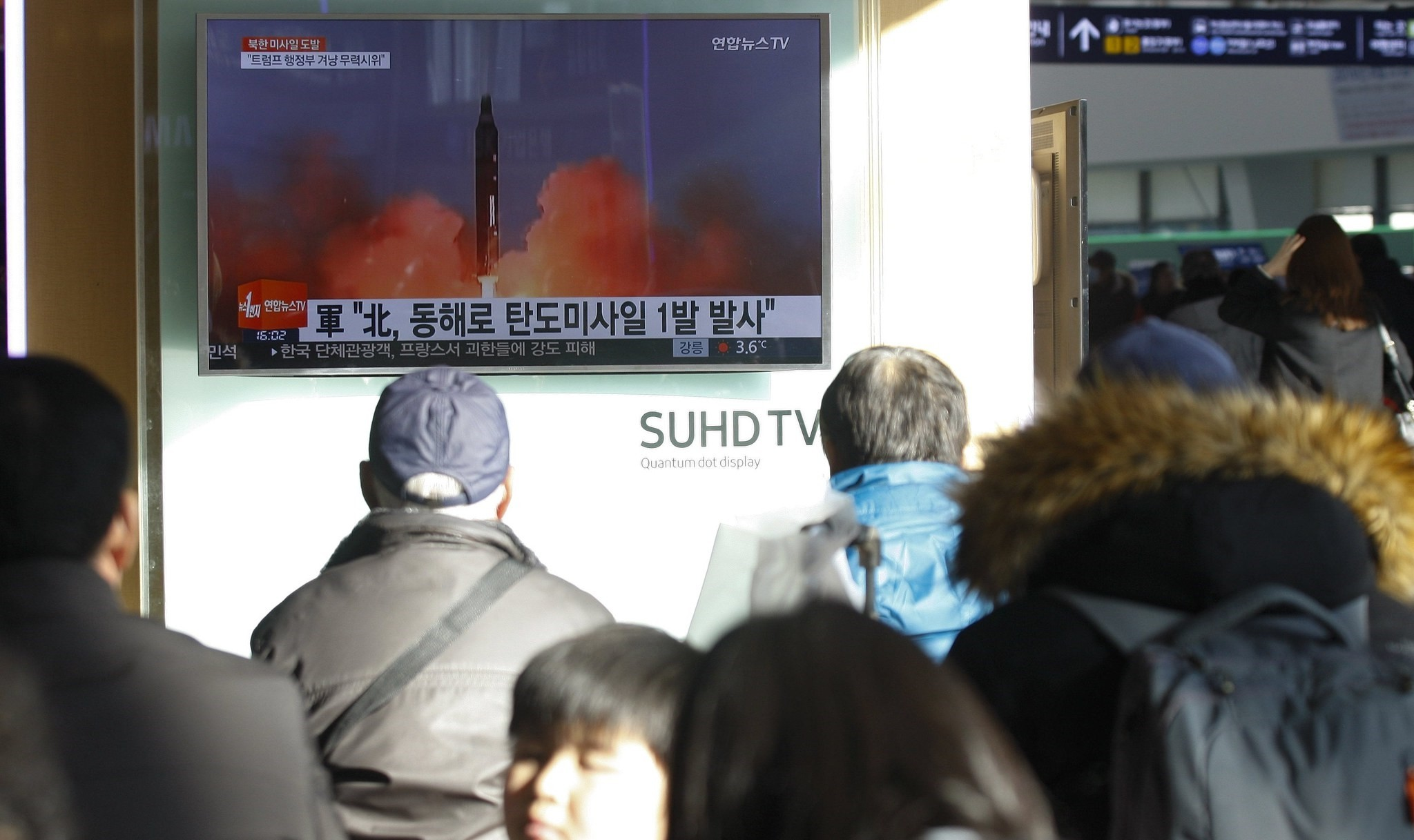 South Koreans watching a television news broadcast at a station in Seoul, South Korea.  (EPA Photo)