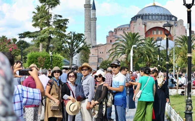 Tourists in Istanbul's historic Sultanahmet neighborhood. AA Photo