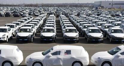 pNoch hallen die Kartellvorwürfe nach, da ist «Diesel-Gate» schon wieder im Spiel: Im Abgas-Skandal gibt es nun mit dem Fall Porsche auch ein Zulassungsverbot für neue...