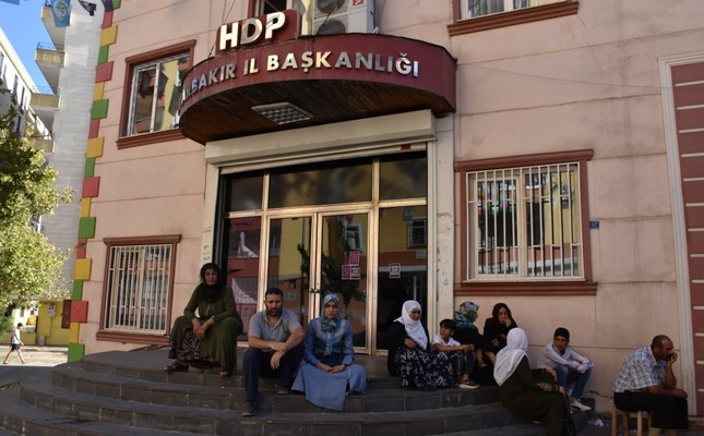 Mothers stage a sit-in protest in front of HDP's headquarters in southeastern Diyarbakır province, demanding their sons back from the PKK, Sept. 4, 2019.