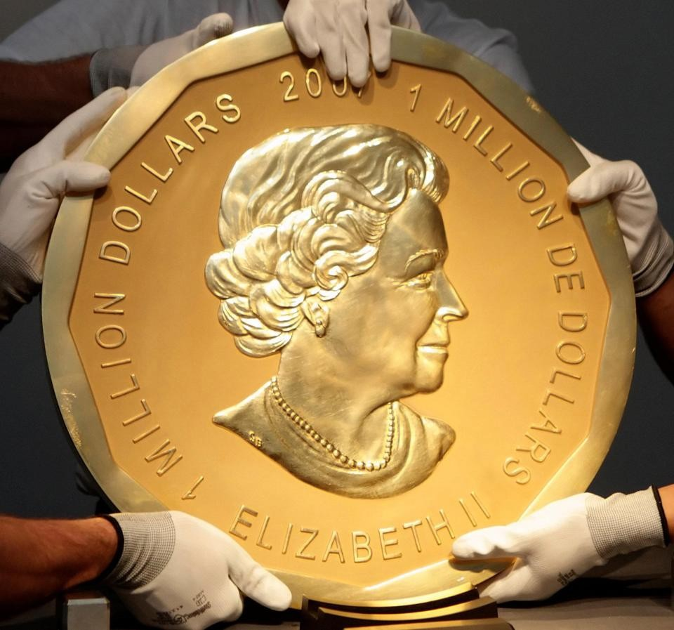 A giant gold coin bearing the Queenu2019s image and worth $4m was stolen from the Bode Museum in Germany last March.