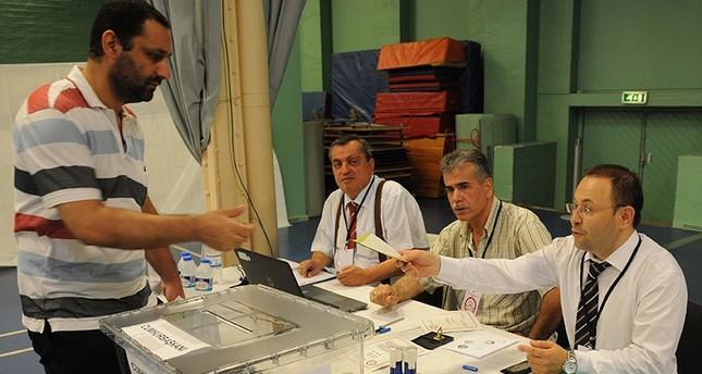 المغتربون الأتراك بالدنمارك يبدؤون التصويت في الانتخابات