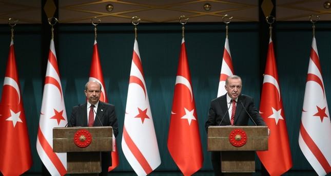 أردوغان ورئيس وزراء قبرص التركية يبحثانهاتفيا سبل مكافحة كورونا