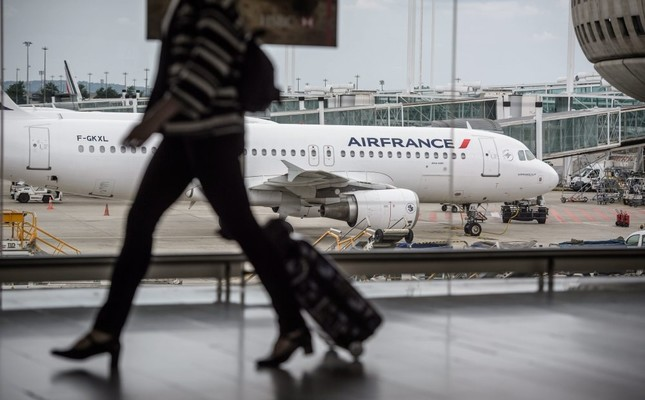 Air France pilots join train, garbage strikes
